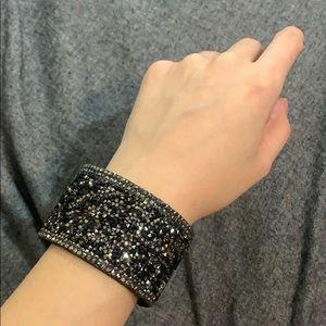 Express shiny beaded turn lock bracelet
